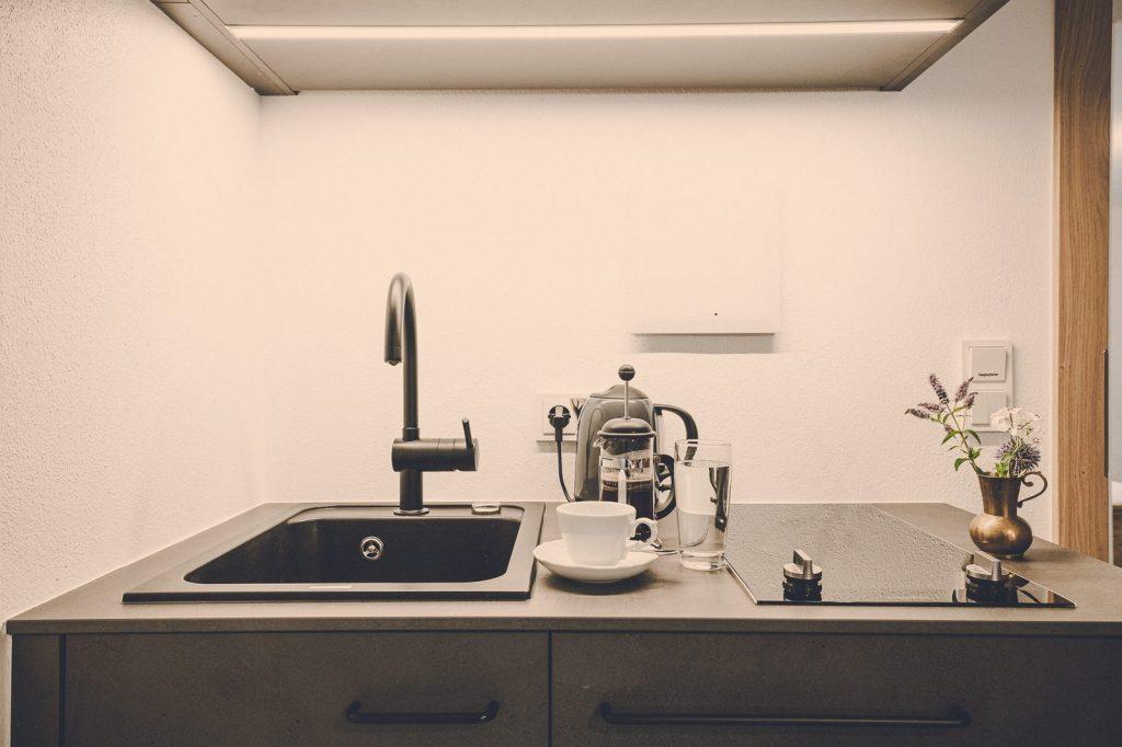 Der Lederer Hof Tegernsee - Mini Küchenzeile im Einzimmerapartment