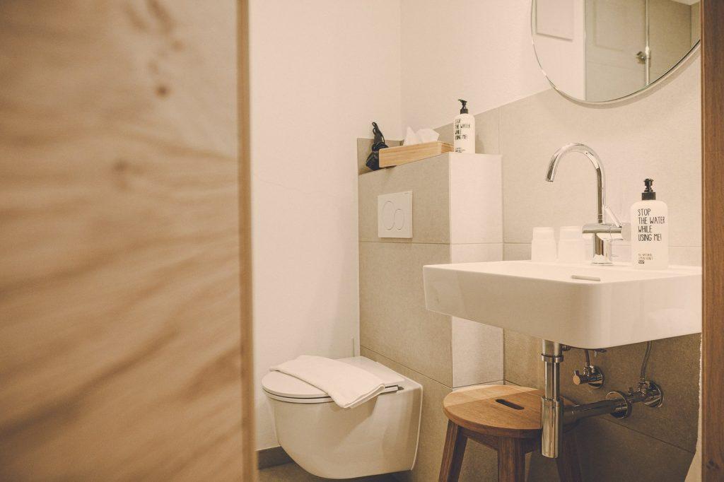 Der Lederer Hof Tegernsee - Badezimmer im 1-Zimmer-Apartment