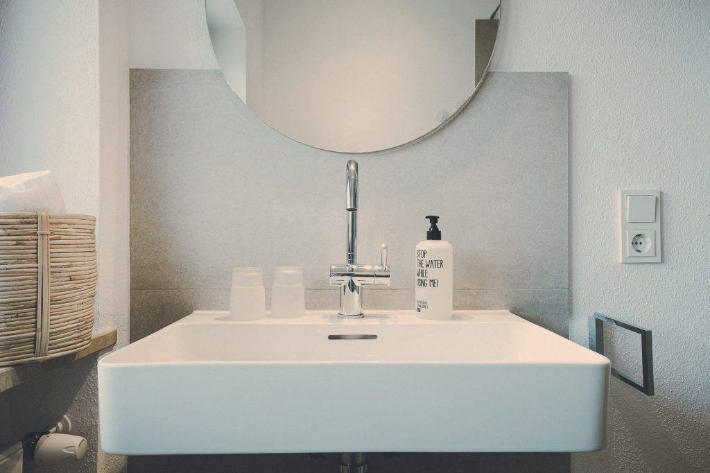Der Lederer Hof Tegernsee - Badezimmer Detail