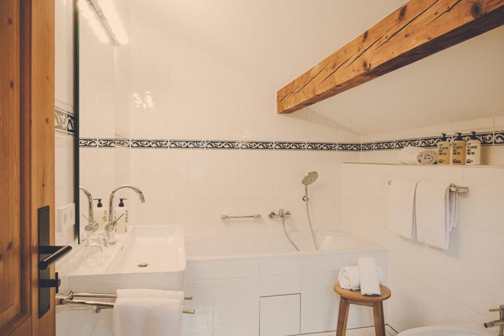 Der Lederer Hof Tegernsee - Badezimmer im Platzhirsch