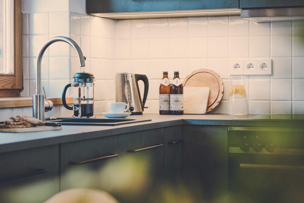 Der Lederer Hof Tegernsee - Küche im Maisonette Apartment