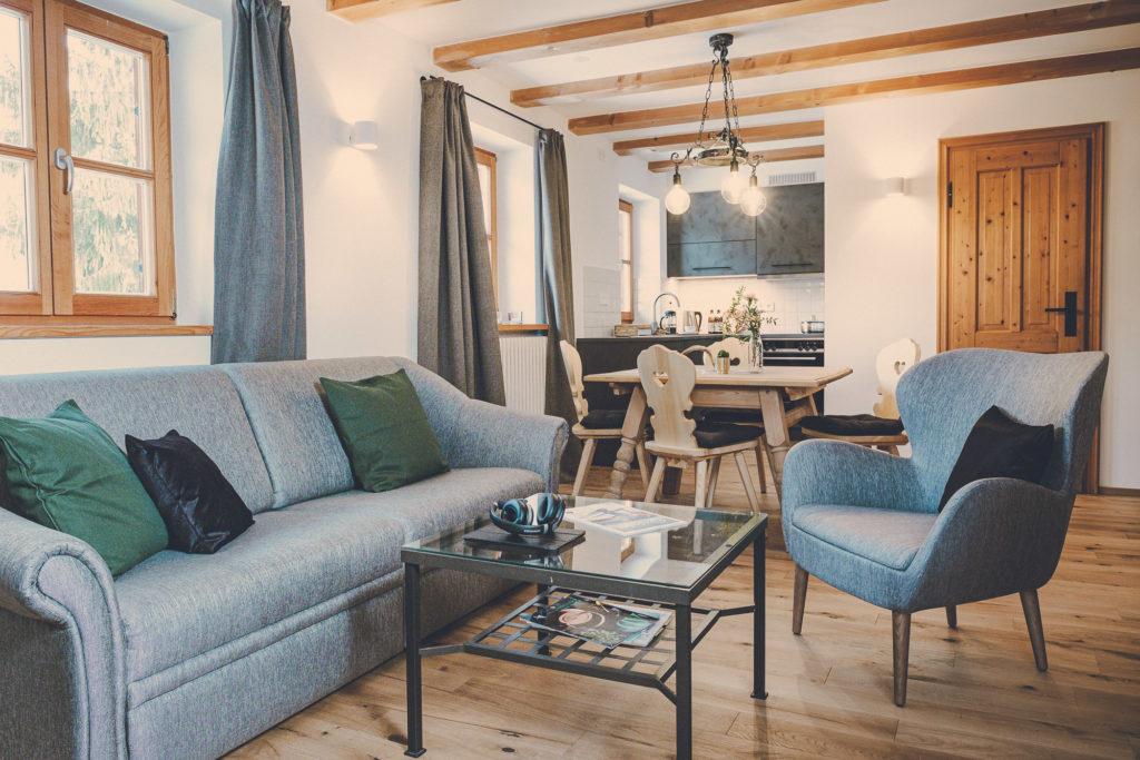 Der Lederer Hof Tegernsee - Wohnzimmer eines Maisonette Apartments