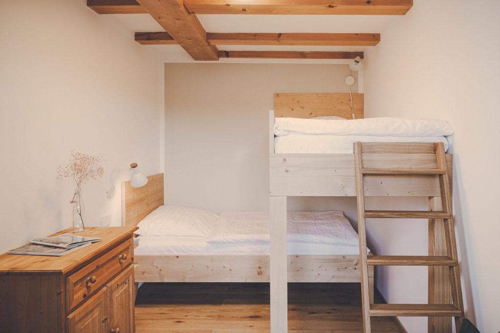Der Lederer Hof Tegernsee - Zweites Schlafzimmer im Maisonette Apartment