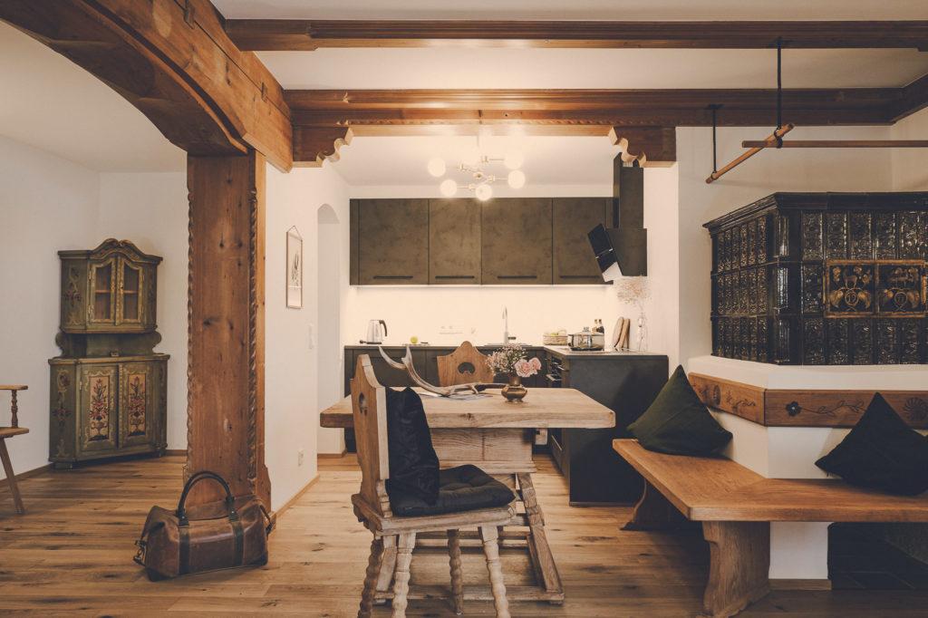 Der Lederer Hof Tegernsee - Küche mit Wohnbereich im Hochsitz