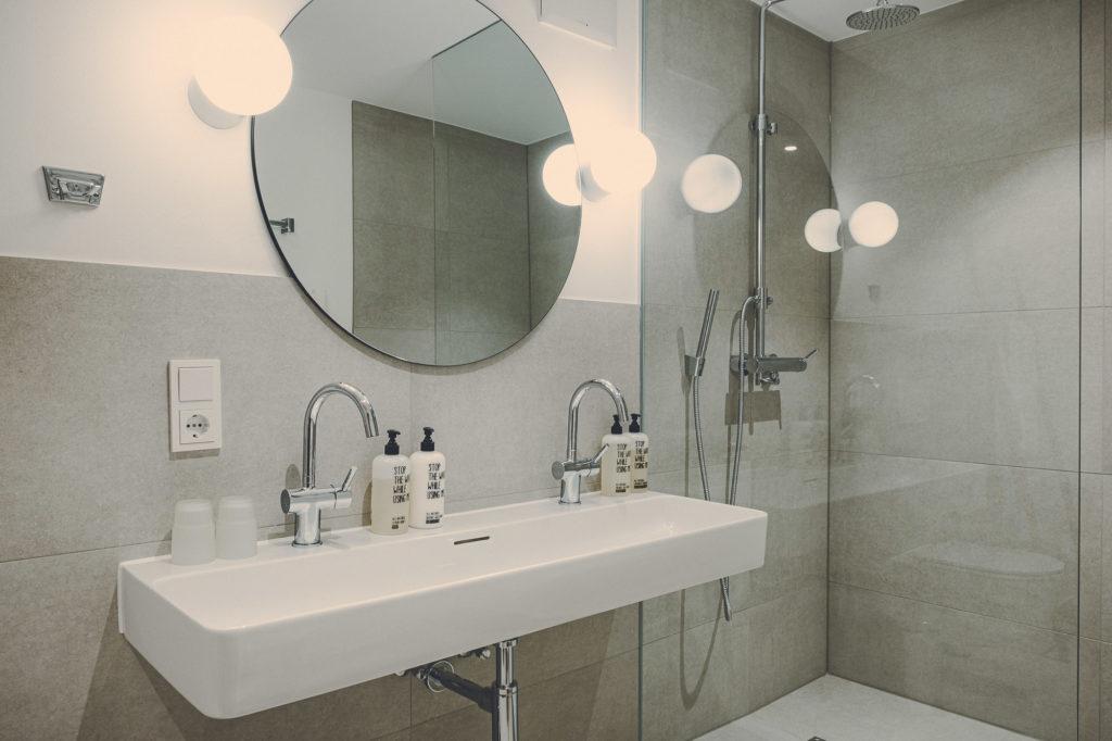 Der Lederer Hof Tegernsee - Badezimmer im Hochsitz