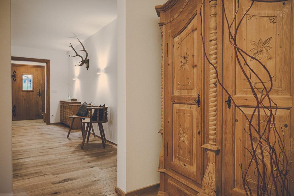 Der Lederer Hof Tegernsee - Flurbereich im Apartment Hochsitz