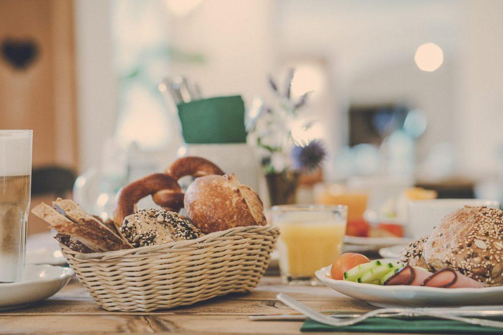 Der Lederer Hof Tegernsee - der gedeckte Frühstückstisch