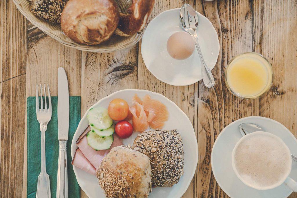 Der Lederer Hof Tegernsee - Frühstück mit regionalen Produkten