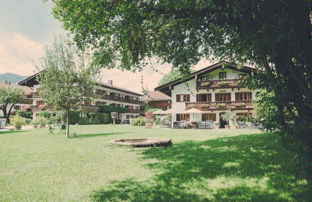Der Lederer Hof Tegernsee - der weitläufige Garten